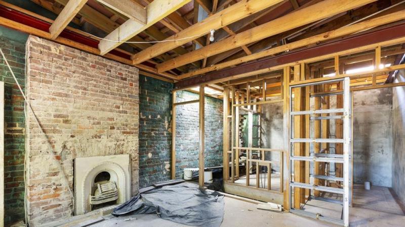 Renovatiekosten stijgen door materiaaltekort en achterstand van traditionele projecten