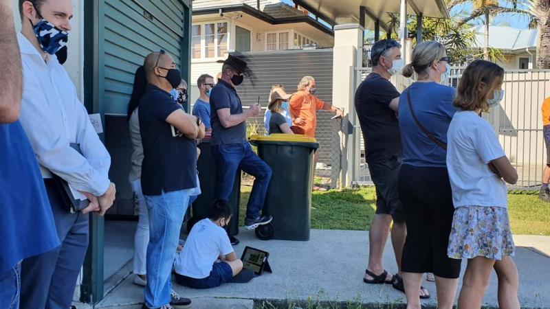 Veilingmarathon met 55 biedingen terwijl de huizenprijs de buurt schokt