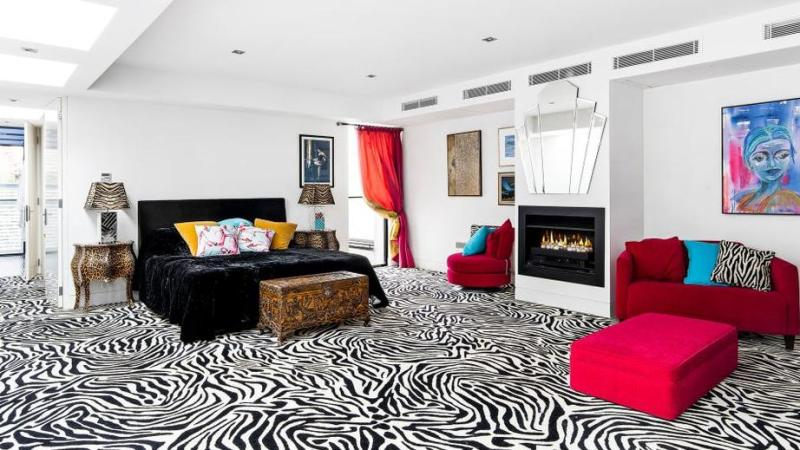 Bold South Yarra-pad heeft $ 35k zebraprint tapijt, slaapkamer op de hele verdieping