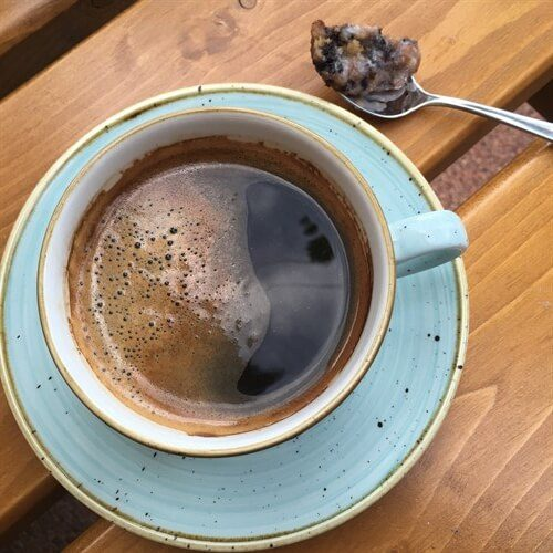 Kahveye de değinmek istiyorum. Kahve olarak Julius Meinhl tercih ediyorlar. Americano'yu doppio espresso ile istedim, tam kıvamında geldi, tatlıyla eşsiz bir uyum gösterdi.