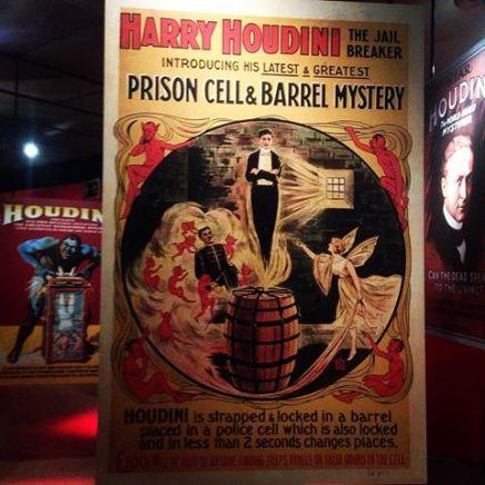 Cartel de uno de los espectáculos de Harry Houdini.