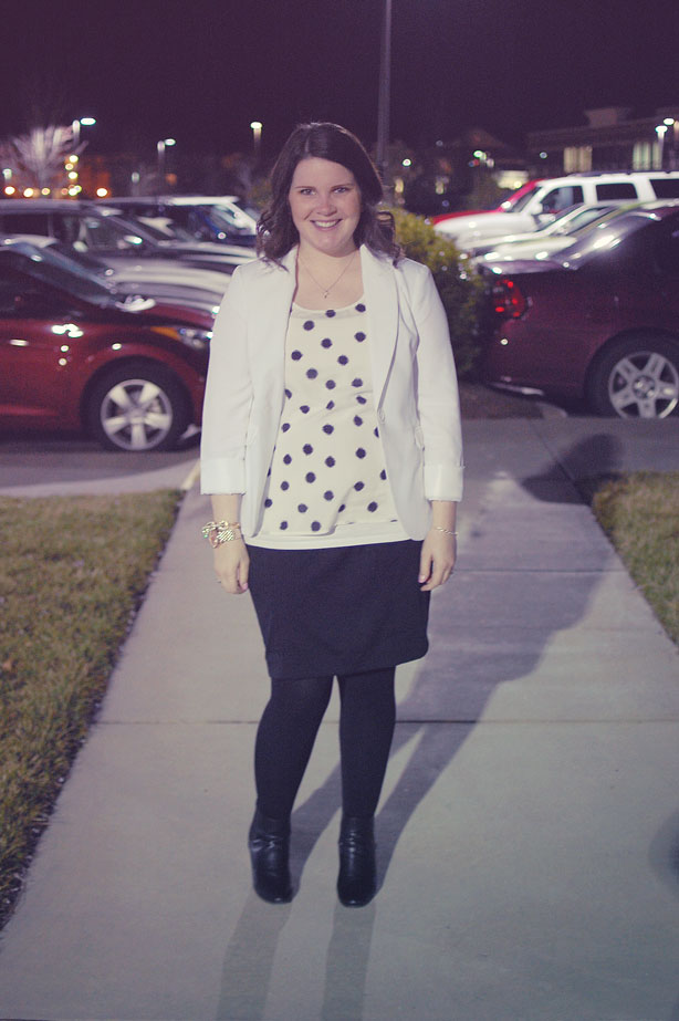 still being molly - maternity style: black pencil skirt, black wedges, black and white polka dot tank, white blazer
