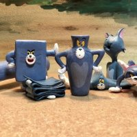 Funny Sculptures of Tom From 'Tom and Jerry' in Many Misshapes From Chasing After Jerry