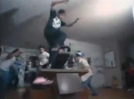 Steve Caballero no clipe de Possessed to Skate