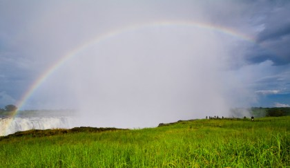 ...but something I'd never seen: a rainbow of more than 180° where it dropped down into the gorge and curved back around!