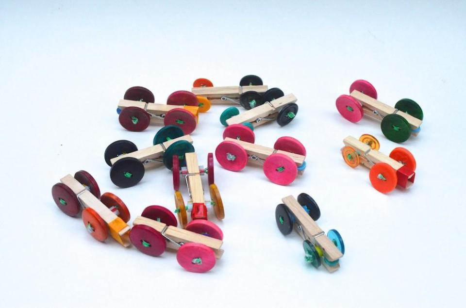 Crafts for boys: clothespin car