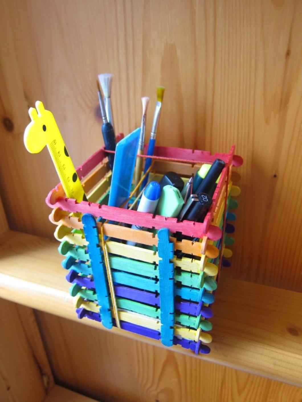 Crafts for boys: sticks pencil holder
