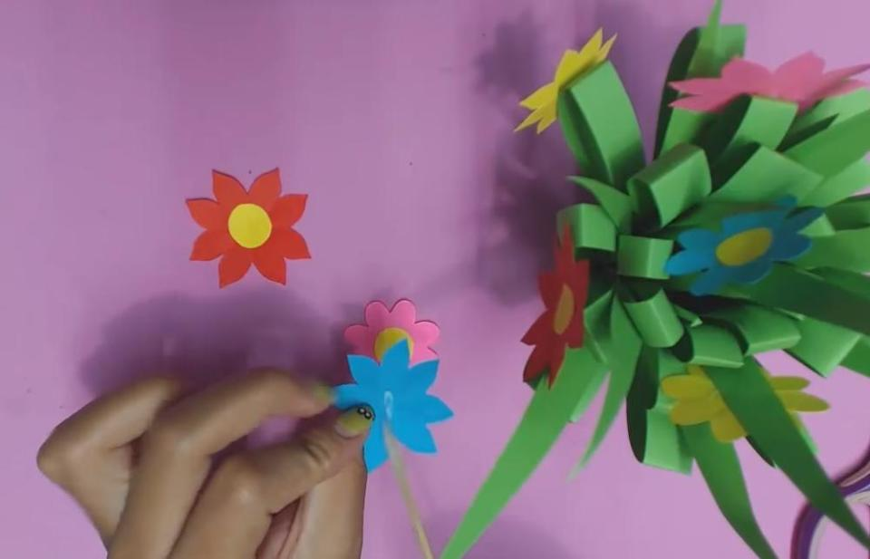 How to make super easy diy paper flowers for kids paper flowers for kids assembling flower mightylinksfo