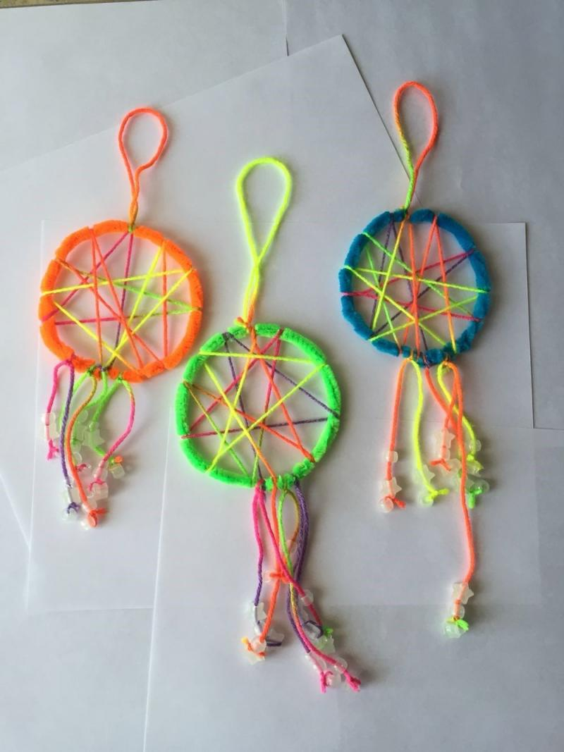 easy halloween crafts with pipe cleaners