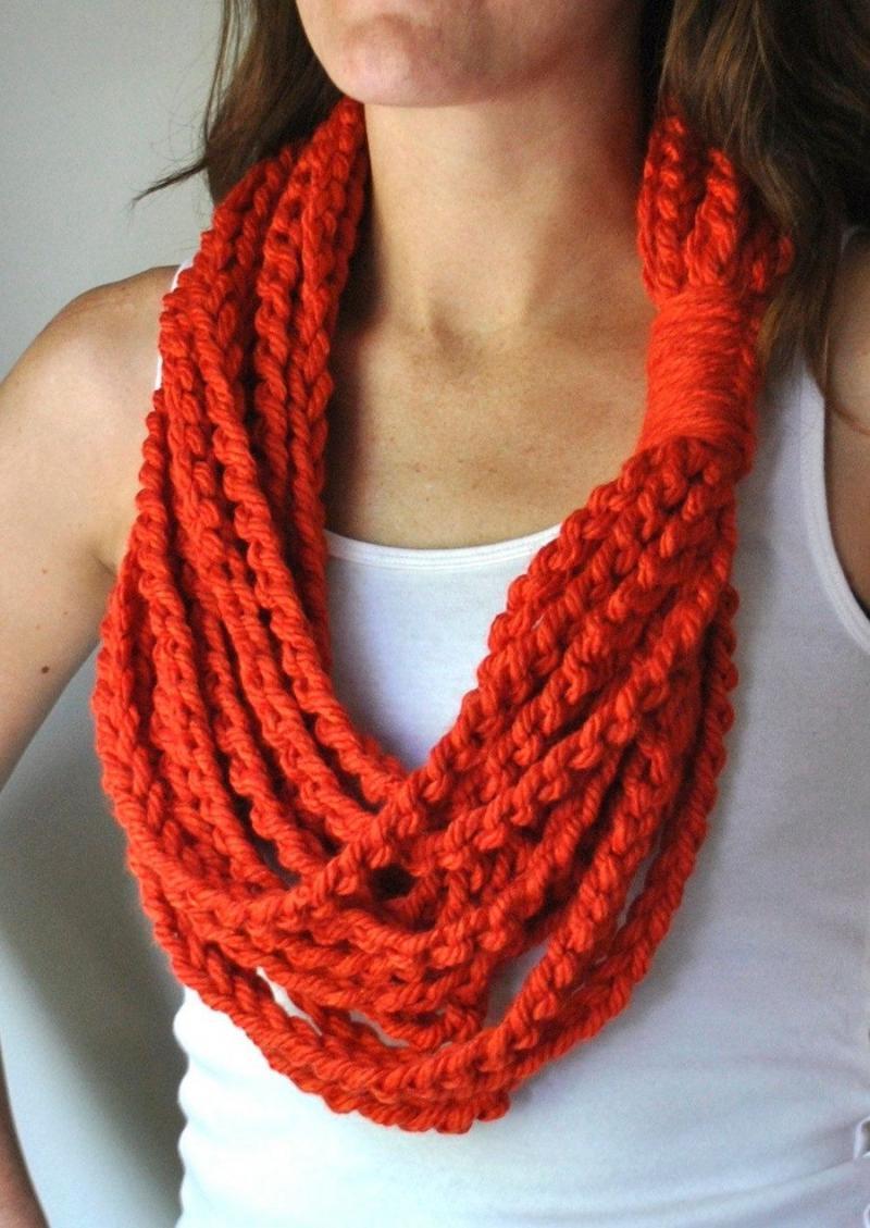 crochet daisy necklace