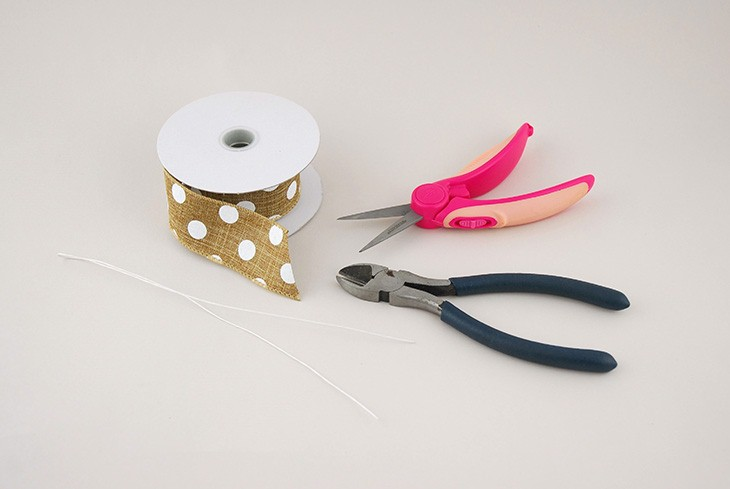 how to tie a bow with burlap