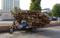 How many pallets can this guy load on his 3 wheel cart?