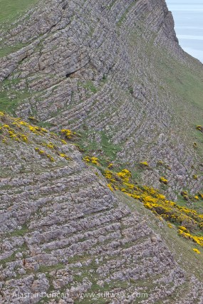 leading lines on the cliff face