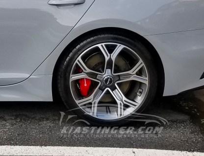 white gt wheel caps on stinger