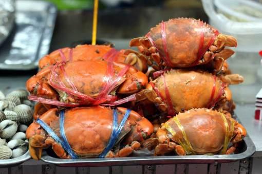 Just normal crabs, Amphawa market