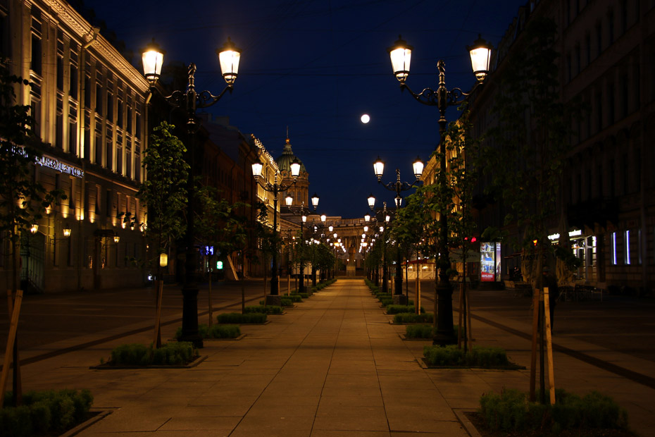 St.Petersburg city center at nigth, the only time you can see it quite and empty.