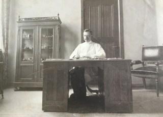 Ype Terpstra als directeur-geneesheer in Hoog-Laren. ca. 1905.