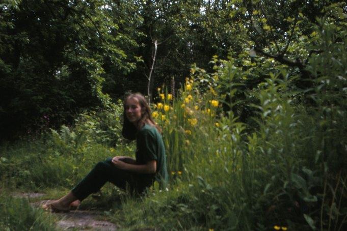 Romkje Bosma in de tuin