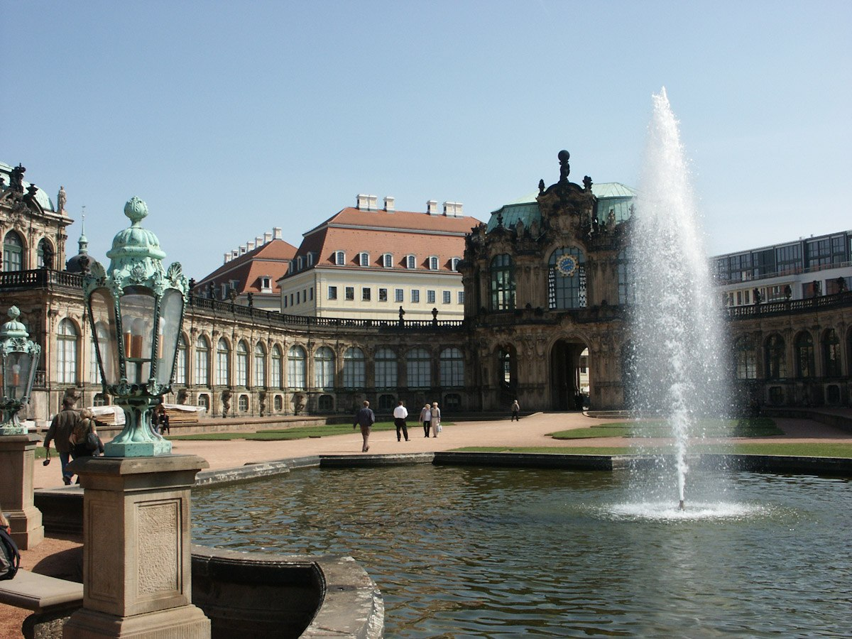 Zwinger - Blick aufs Taschenbergpalais