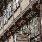 Fachwerk, Kussverbot und Namensschilder