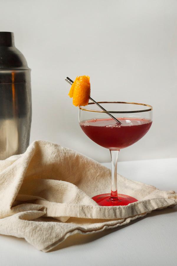Cranberry Especial Cocktail // stirandstrain.com