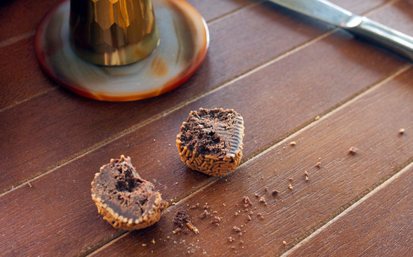 Make It: Mocha Pecan Rum Balls // stirandstrain.com