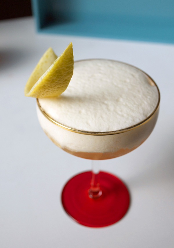 Vanilla Amaretto Sour Cocktail with Nielsen-Massey Vanilla // stirandstrain.com