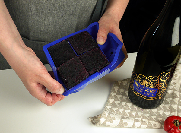 Entertaining Tips: Banfi Wine Ice Cubes // stirandstrain.com