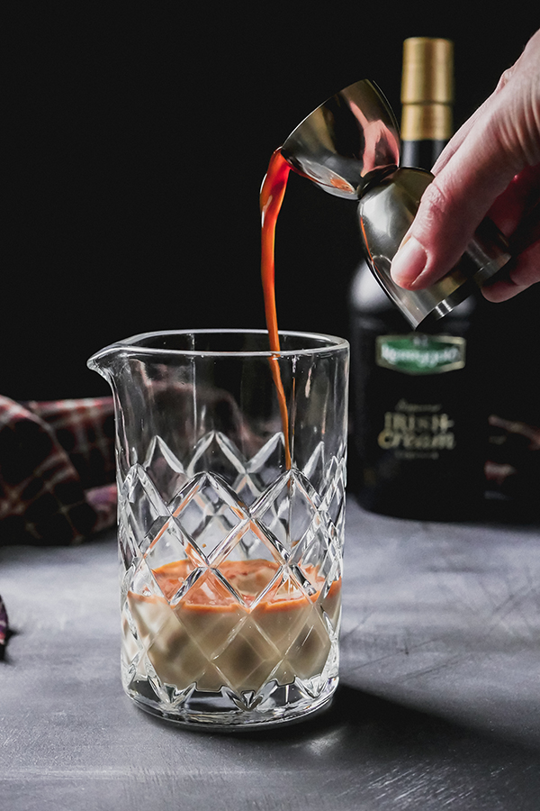 Gingerbread Winter Warm Up with Kerrygold Irish Cream // stirandstrain.com