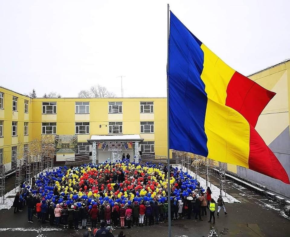 Video. Copiii unei școli din Pitești, lecție de patriotism pur. Reprezentația lor a cucerit internetul