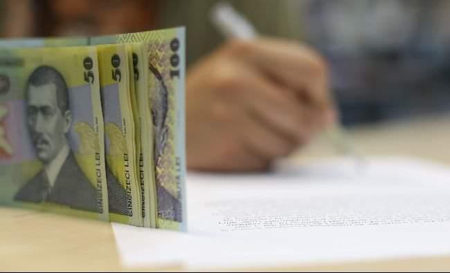 Guvernul a prelungit termenul în care românii pot solicita amânarea ratelor