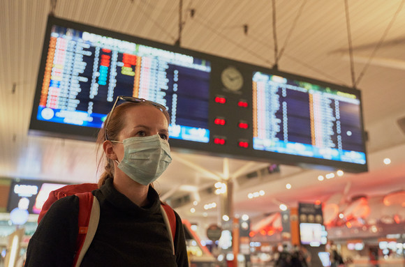 Scandal pe aeroportul din Cluj-Napoca : 50 de pasageri au plecat în Italia fără test COVID-19