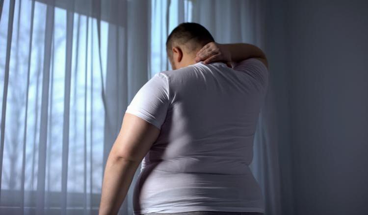 Britanicii sunt sfătuiți să mănânce mai puțin pentru a-și reduce riscul de a muri din cauza COVID-19