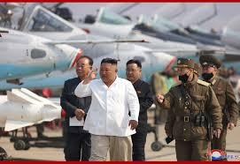 Kim Jong-un, singurul nord-coreean fără mască. Ce au pățit oficialii care se ocupă de construcția unui spital, după ultima sa vizită