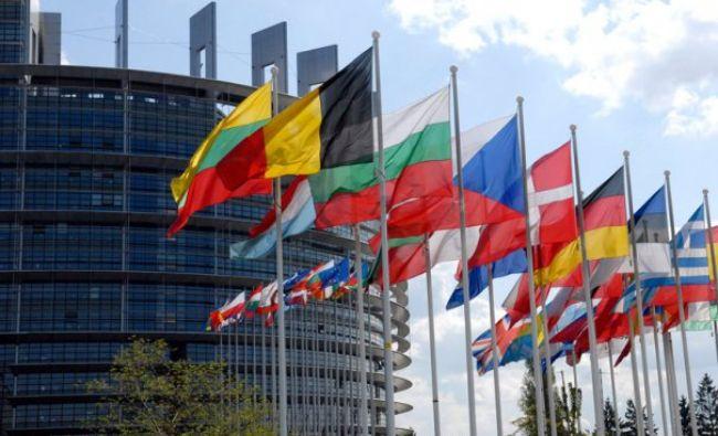 Țările membre UE optează între bani și democrație. Summitul de la Bruxelles va intra în istorie