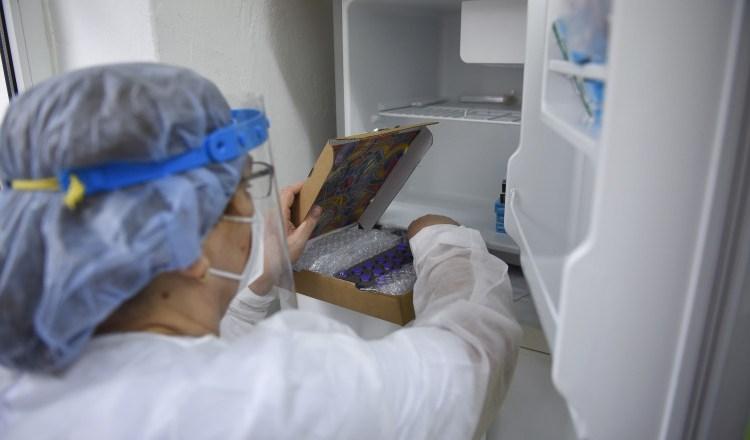 60 de doze de vaccin au fost aruncate la Petroșani, după ce o asistentă le-a pus greșit într-un congelator
