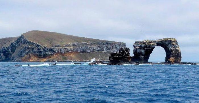 Arcul lui Darwin langa insula Galapagos
