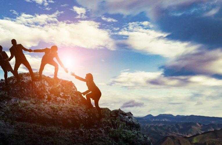 """""""Să faci mai mult pentru lume decât face lumea pentru tine – acesta este adevăratul succes."""" – Henry Ford"""