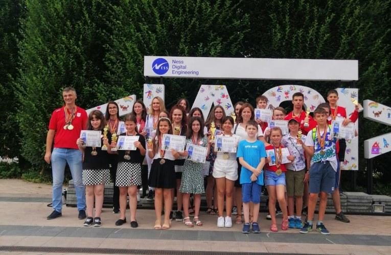 Şahiștii brașoveni au obţinut 17 medalii la Campionatele Naţionale de Şah pe Echipe de Copii, Juniori şi Tineret desfăsurate la Iaşi