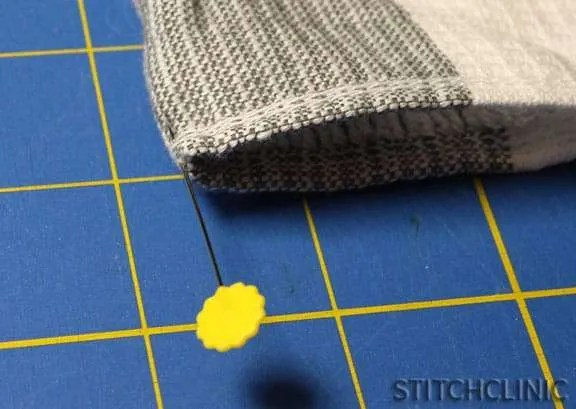 How to Make Fabric Napkins using Kitchen Towels - stitchclinic.com