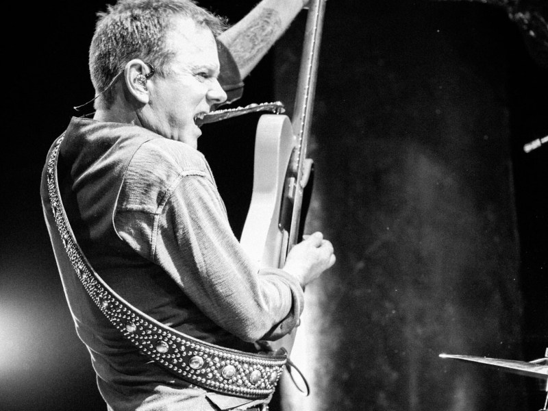 """Kiefer Sutherland debuts new music video for """"Not Enough Whiskey"""""""