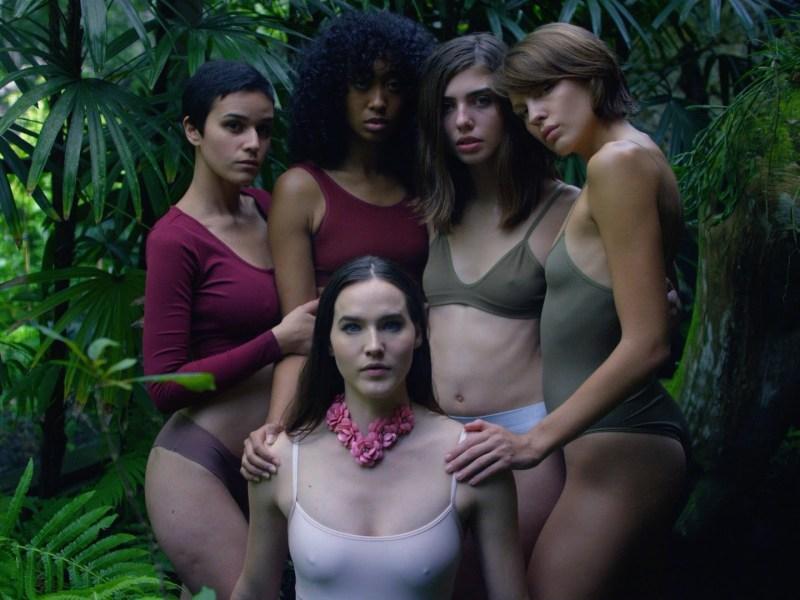 "Sofi Tukker release music video for ""Benadryl"", announce tour dates"