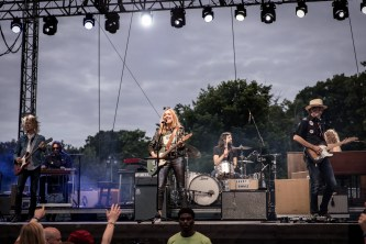 Sheryl Crow Laurel Live 01
