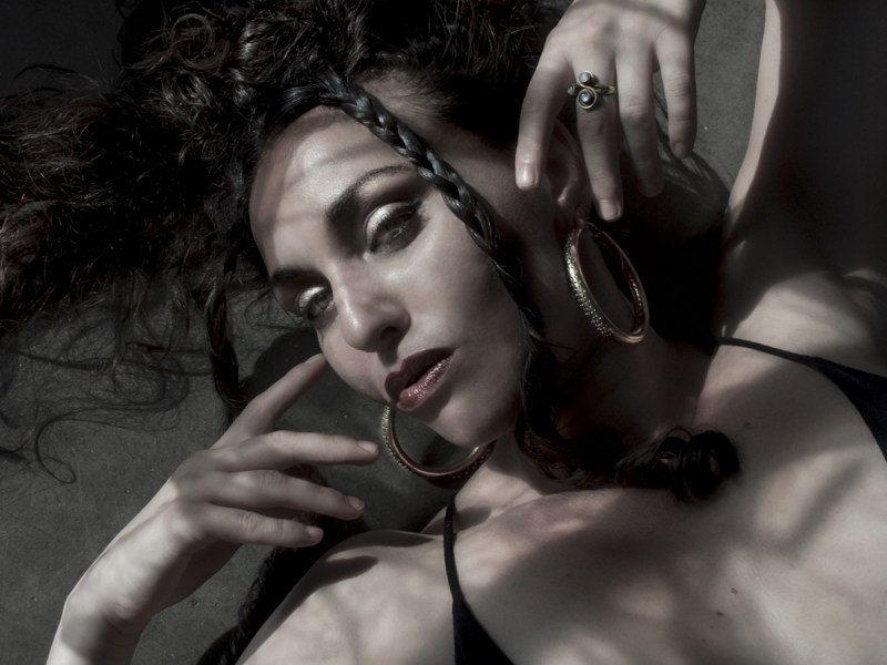 "Sariyah Idan premieres new video for ""That Woman"""