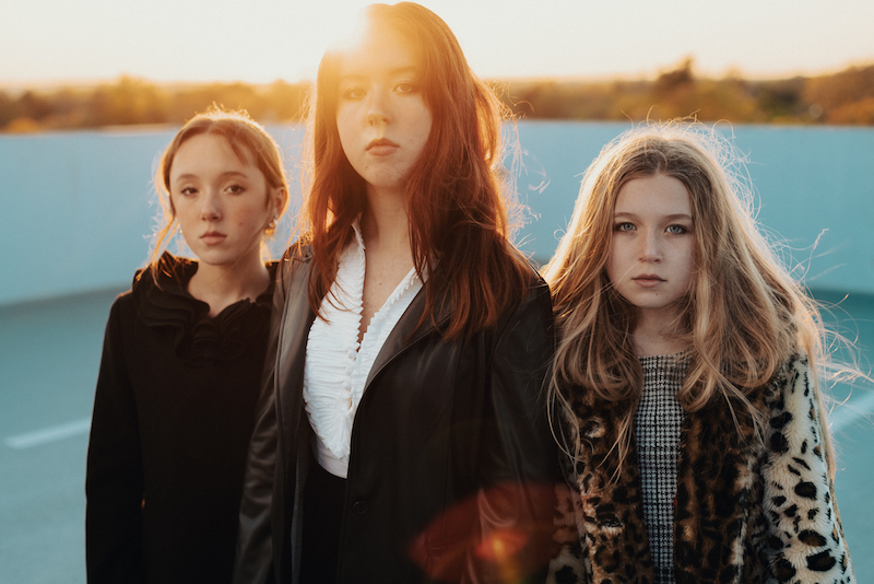 """WALLIS premieres her new single """"Another Day"""" featuring The Schriver Sisters"""