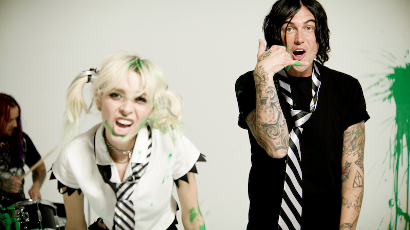 """Sophie Powers and Kellin Quinn unveil music video for """"1 Thing"""""""