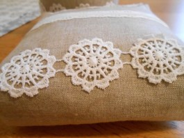 linen-and-lace-basket-and-pouch-3