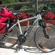 Nos vélos de location entièrement équipés  pour affronter l'exigeant voyage vers Santiago