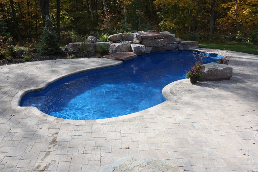 In-ground pool with Fibreglass
