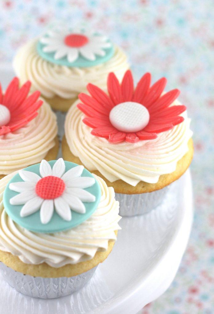 Hummingbird_Bakery_Vanilla_Cupcakes